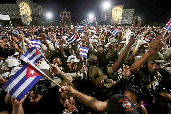 Bien nguoi tuong nho lanh tu Fidel Castro o Havana hinh anh