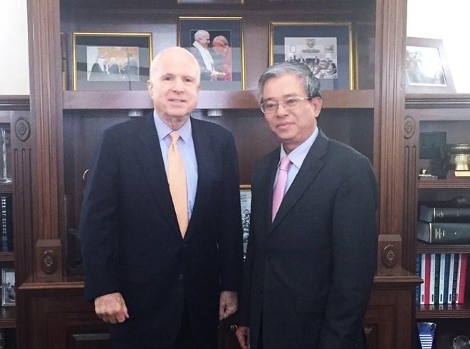 Thuong nghi si John McCain muon tro lai Viet Nam hinh anh 1