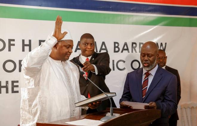 Tong thong 'ty nam' cua Gambia mang sieu xe di luu vong hinh anh 3