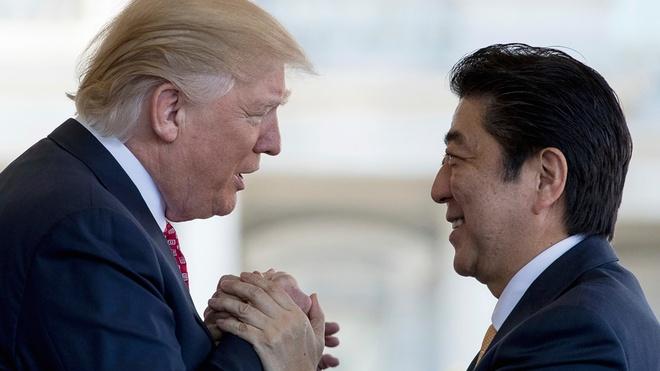 Ngoai giao san golf, Abe ky vong 'lay long' Trump hinh anh