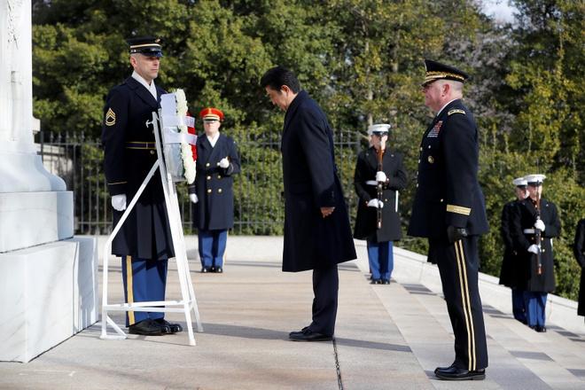 Ngoai giao san golf, Abe ky vong 'lay long' Trump hinh anh 2