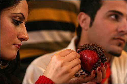 Valentine trang, Valentine den va nhung vong nguyet que hinh anh