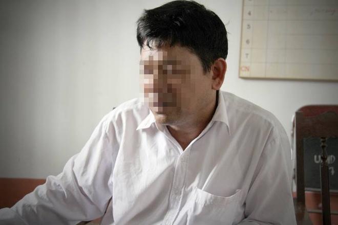 Cha Doan Thi Huong: 'Con toi sao dam lam chuyen tay troi' hinh anh 1