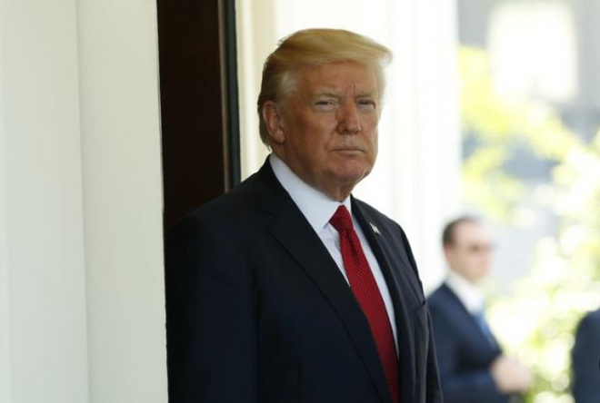 Trump phu nhan viec gay ap luc voi giam doc FBI bi sa thai hinh anh