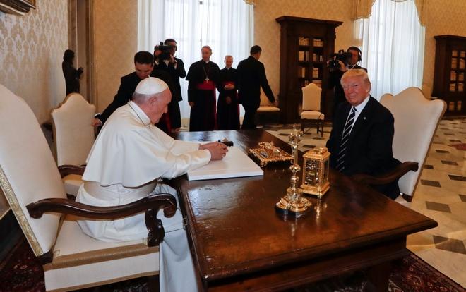 Tong thong Trump gap Giao hoang Francis tai Vatican hinh anh 1