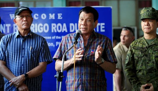Tap trung chong ma tuy, Duterte khong kip tro tay truoc IS hinh anh