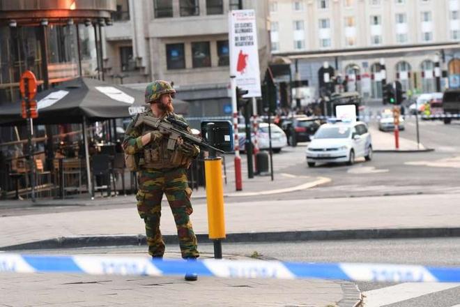 Binh si Bi ban chet ke tinh nghi danh bom khung bo nha ga Brussels hinh anh 1