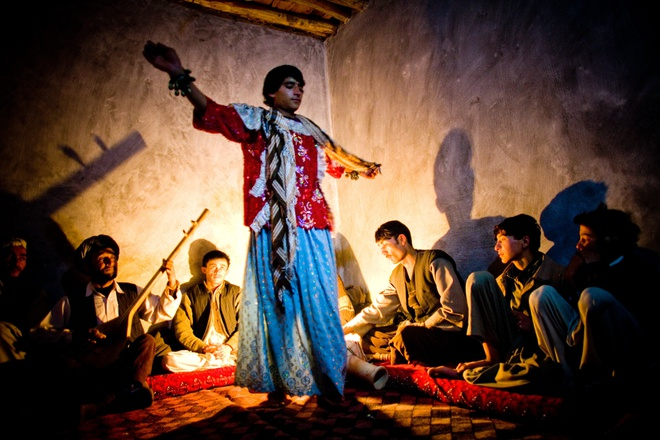 'Trai nhay' phuc vu dan ong o Afghanistan hinh anh