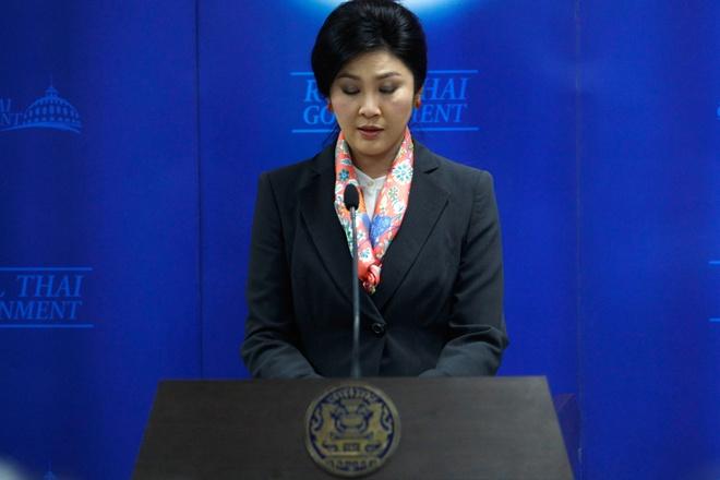 Bo Ngoai giao Thai xem xet thu hoi ho chieu cua ba Yingluck hinh anh