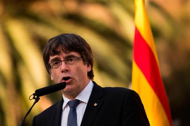 Tay Ban Nha gay suc ep, doa dinh chi co che tu tri cua Catalonia hinh anh 1