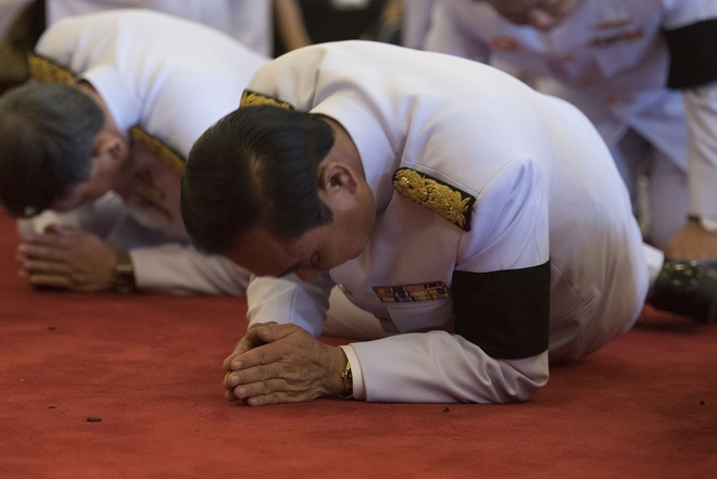 Thai Lan doi mat nhieu thach thuc sau tang le Vua Bhumibol hinh anh