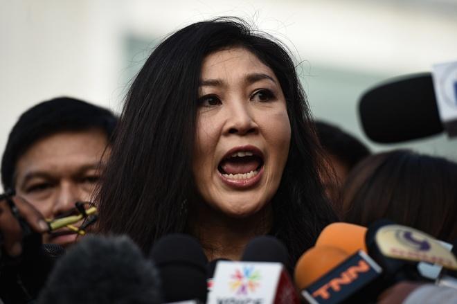 Ba Yingluck bi huy tat ca 4 ho chieu hinh anh