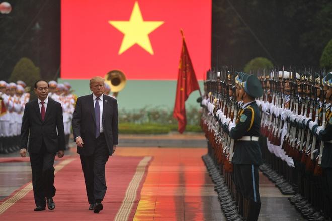 Tong thong Trump roi Ha Noi, ket thuc chuyen tham Viet Nam hinh anh 22