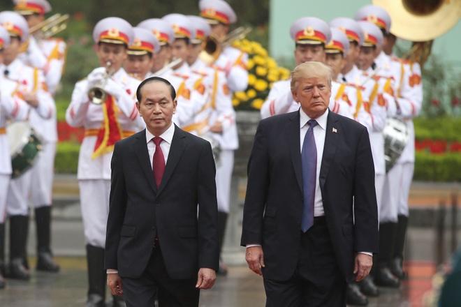 Tong thong Trump roi Ha Noi, ket thuc chuyen tham Viet Nam hinh anh 24
