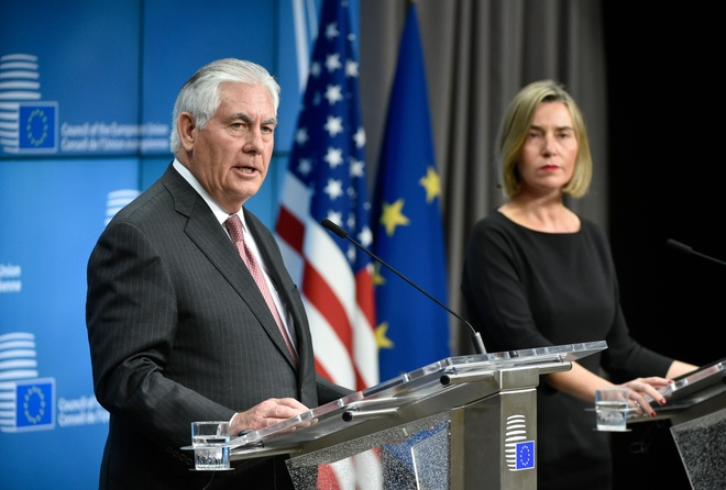 Tillerson gap lanh dao EU, NATO giua tin don sap bi sa thai hinh anh 1