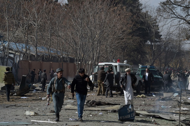 Danh bom xe cap cuu o Afghanistan, 95 nguoi chet hinh anh 1