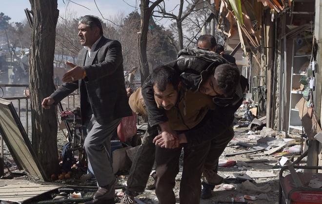 Danh bom xe cap cuu o Afghanistan, 95 nguoi chet hinh anh