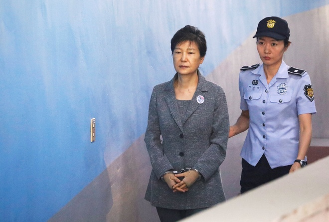 Ba Park Geun Hye bi truy to them toi danh moi hinh anh 1