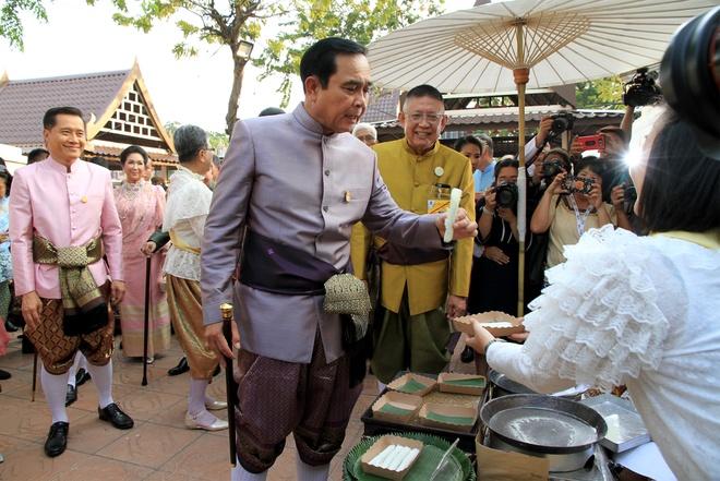 Thu tuong Thai Lan lai lui thoi han bau cu them 3 thang hinh anh