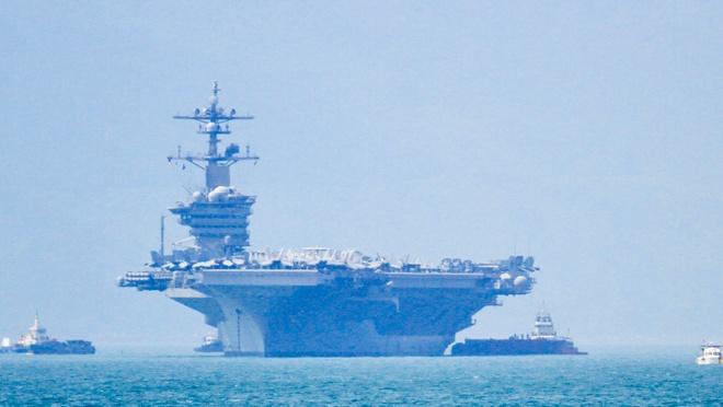 Tau san bay USS Carl Vinson tha neo o cang Tien Sa hinh anh