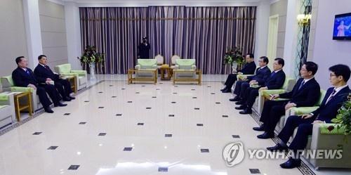 Ong Kim Jong Un lan dau an toi voi dac phai vien Han Quoc hinh anh