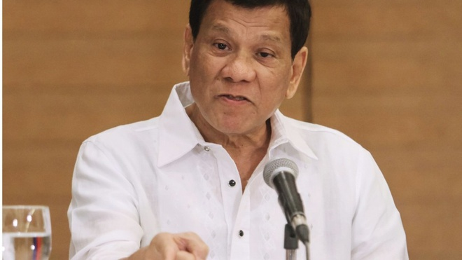 Tong thong Duterte cho canh sat quyen ra trat hau toa hinh anh