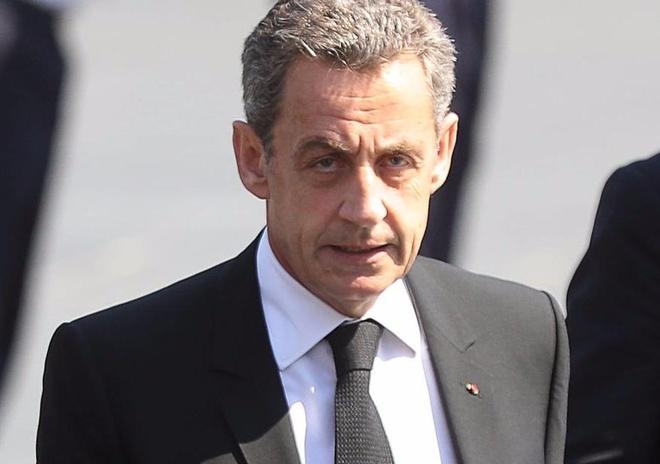 Cuu Tong thong Phap Sarkozy bi bat voi cao buoc nhan hang valy tien hinh anh