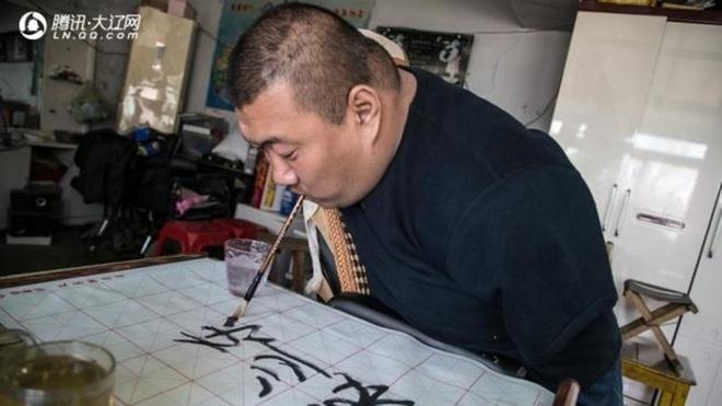 'Anh trai Dua' Trung Quoc san sang lam an may de nuoi con hinh anh