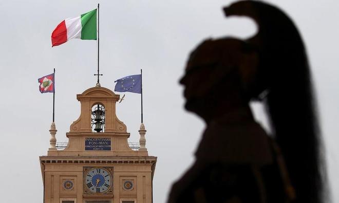 Song gio EU: Don chi mang tu khung hoang chinh tri o Italy hinh anh