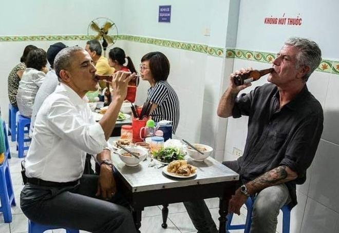 Anthony Bourdain day Obama an bun cha tai Ha Noi hinh anh