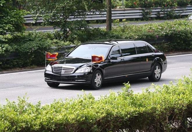 Doan xe cho ong Kim Jong Un ve khach san o Singapore hinh anh