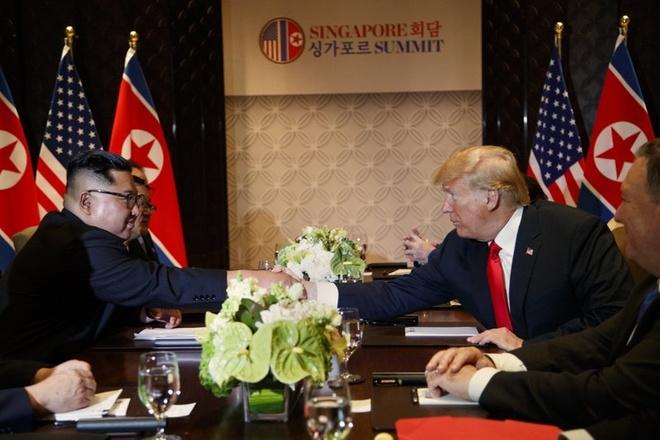 5 lan bat tay, 4 cam ket lon trong ngay lich su Kim - Trump hinh anh