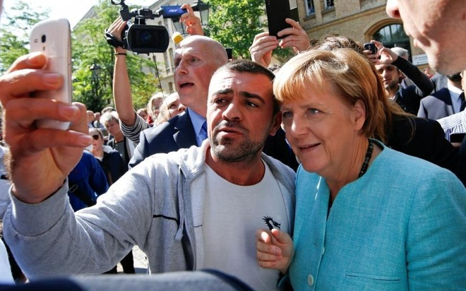Tuong lai chinh tri Merkel lai trac tro vi van de nguoi ti nan hinh anh