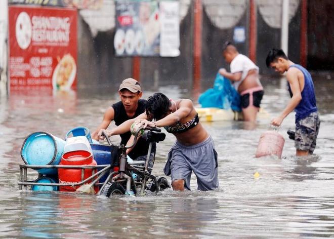 Nguoi Philippines vat lon voi lut vi bao Son Tinh hinh anh