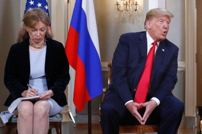Phe Dan chu muon phien dich cua Trump dieu tran ve cuoc gap Putin hinh anh