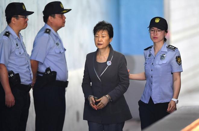 Ba Park Geun Hye bi tuyen them 8 nam tu hinh anh