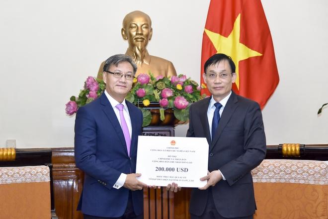 Viet Nam ung ho Lao 200.000 USD khac phuc su co vo dap thuy dien hinh anh