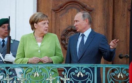 Putin va Merkel chuyen huong thuc dung sau nhieu nam cang thang hinh anh