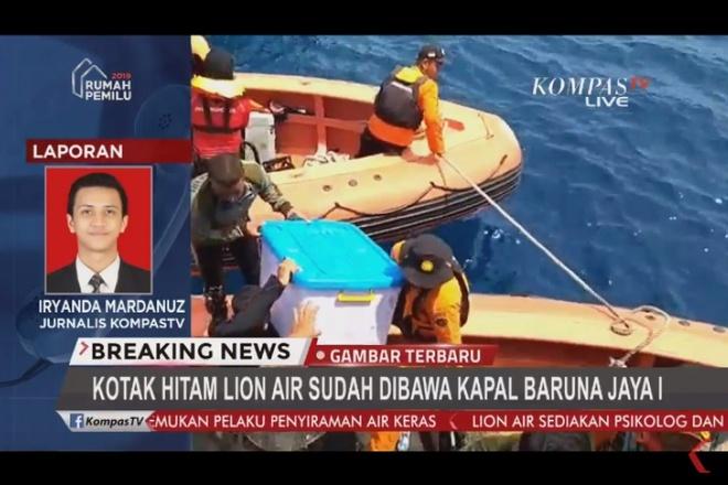 Tim thay hop den may bay Lion Air roi xuong bien Indonesia hinh anh 2