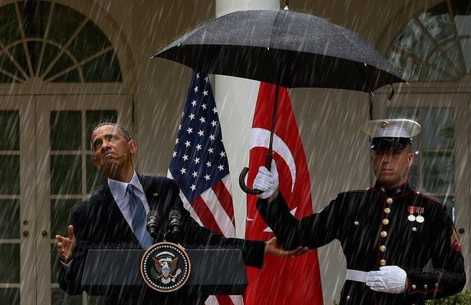 Cu dan mang dang anh Obama duoi mua de che gieu Trump hinh anh