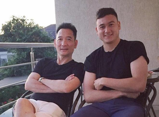 Cha thu mon Van Lam: 'Chau da danh doi 8 nam de co 90 phut chung ket' hinh anh