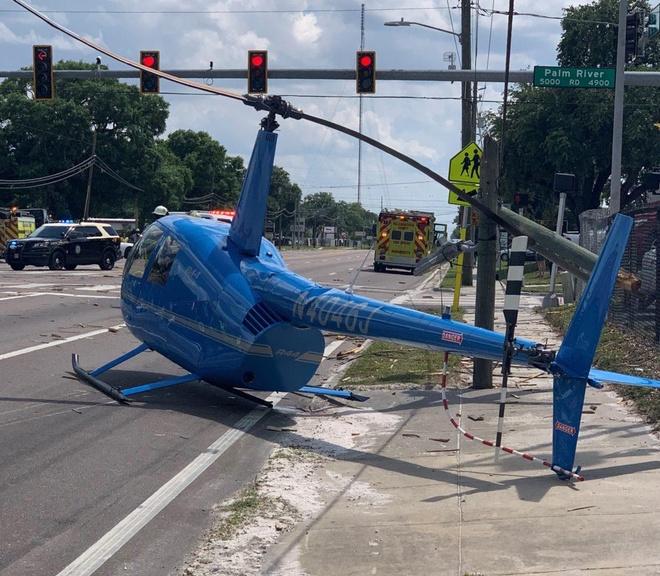Trực thăng gãy cánh quạt văng vào xe đi đường làm 1 người chết tại Mỹ