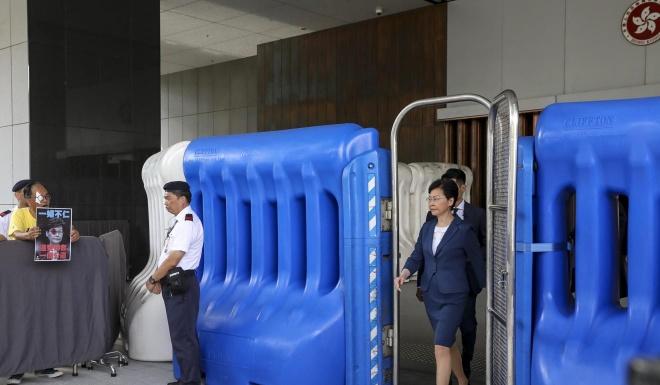 Lanh dao Hong Kong suyt khoc, canh bao 'vuc sau' do bieu tinh hinh anh 1