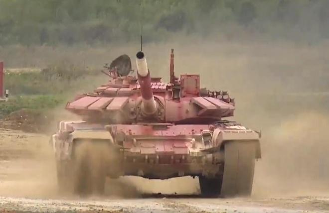 Vuot troi cac doi thu, doi Nga gianh chuc vo dich Tank Biathlon hinh anh 15