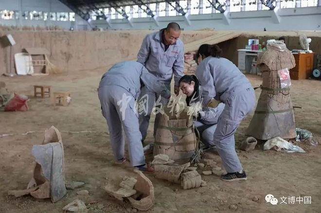 Phat hien them 220 'chien binh dat nung' tai lang mo Tan Thuy Hoang