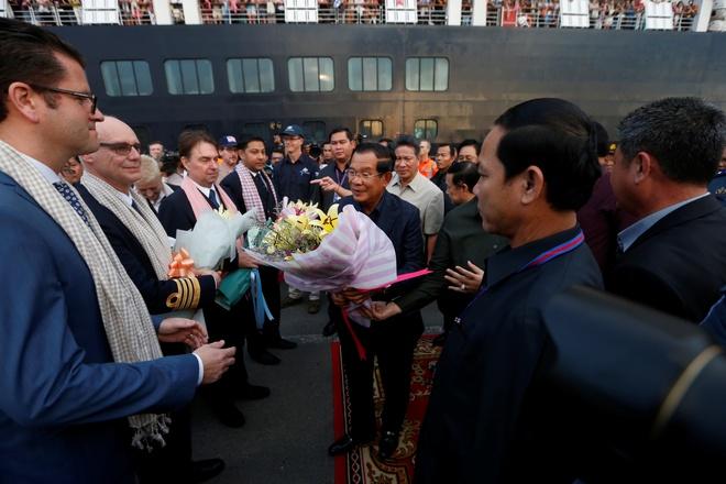 Thu tuong Hun Sen ra don chiec du thuyen bi cac nuoc tu choi hinh anh 1 hunsen_1_.JPG