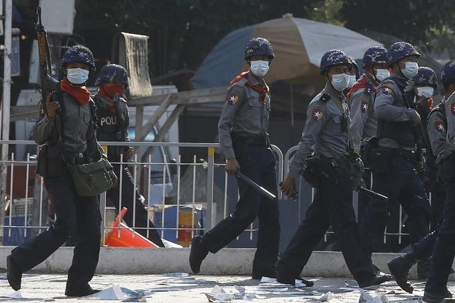 Ba cảnh sát Myanmar trốn sang Ấn Độ - Thế giới - ZINGNEWS.VN
