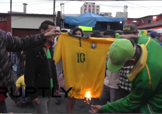 Co dong vien Brazil tuc gian dot ao Neymar sau tran thua soc hinh anh