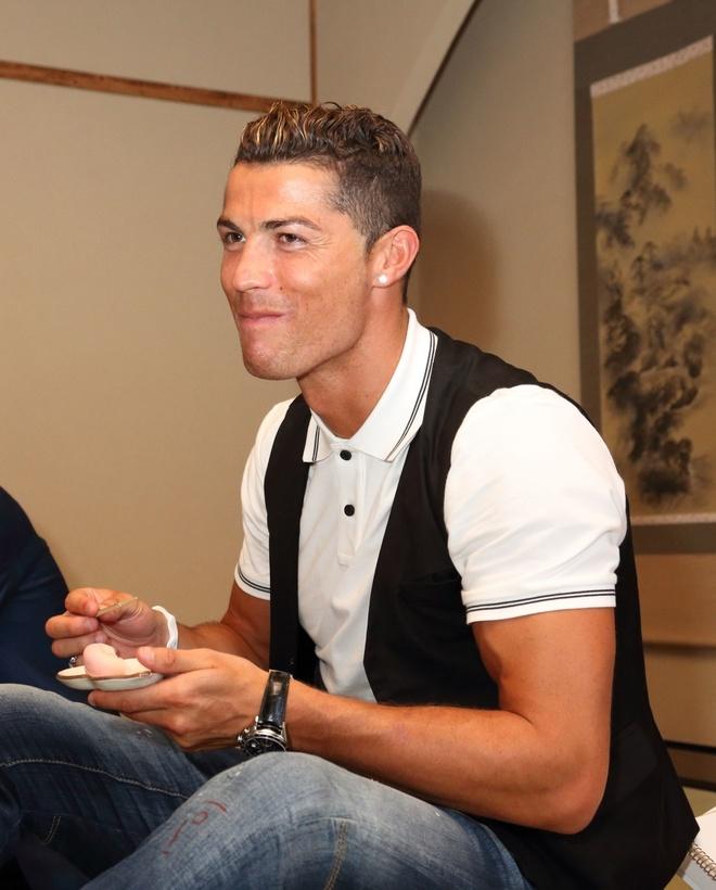 Ronaldo lam chu tich tap doan cao cap o Nhat hinh anh 8