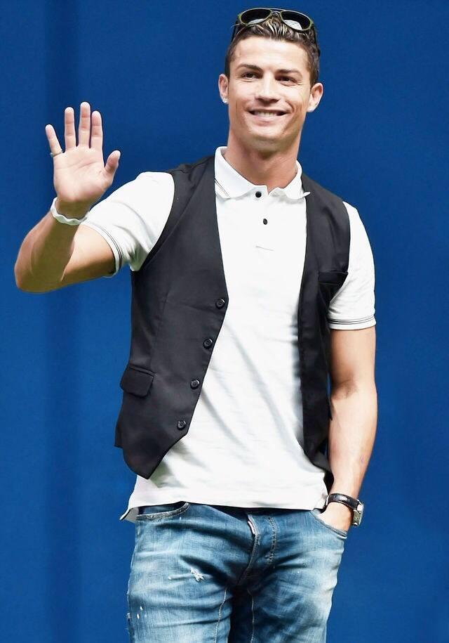 Ronaldo lam chu tich tap doan cao cap o Nhat hinh anh 4